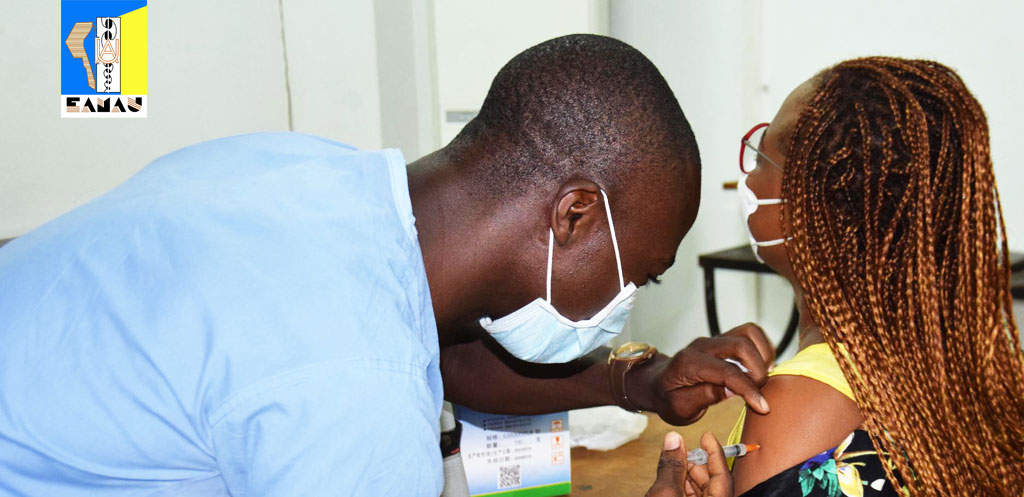 Vaccination contre la COVID-19 à l'EAMAU